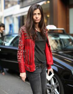 красная куртка фото