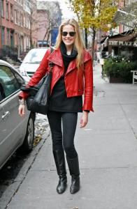 С чем носить красную куртку фото