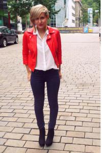 С чем носить красную куртку