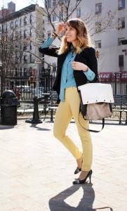 с чем носить джинсы желтого цвета
