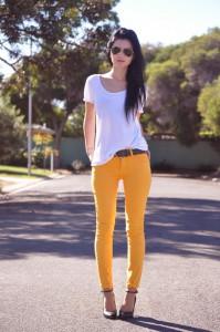 с чем носить джинсы желтого цвета фото