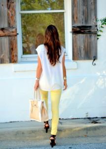 джинсы желтого цвета фото