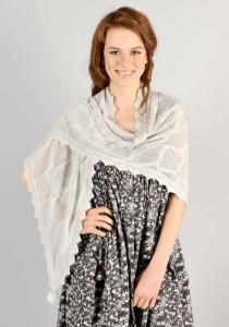 Как носить шаль