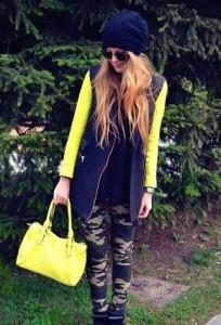 С чем носить желтую сумку