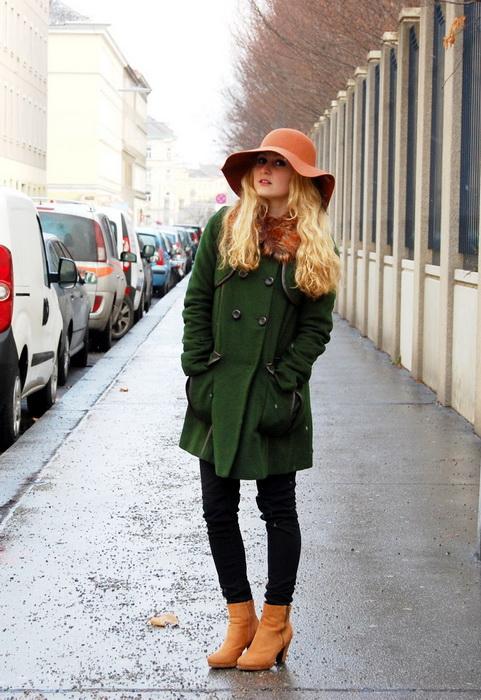 Темно зеленое пальто с чем носить