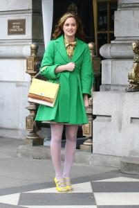 С чем носить зеленое пальто фото