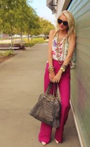 с чем носить брюки розового цвета