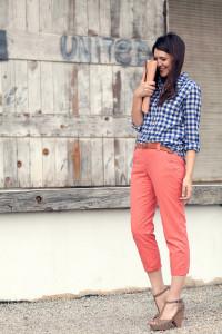 брюки кораллового цвета