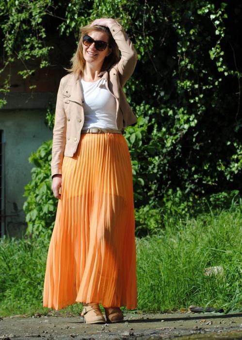 Оранжевая длинная юбка с чем носить
