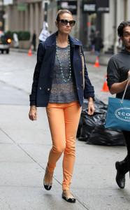 С чем носить оранжевые брюки фото