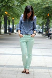 брюки голубого цвета