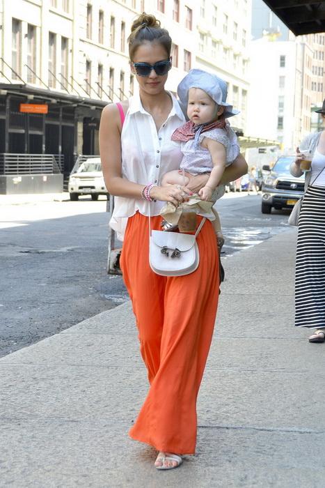 С чем носить длинную оранжевую юбку