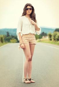 С чем носить коричневые босоножки