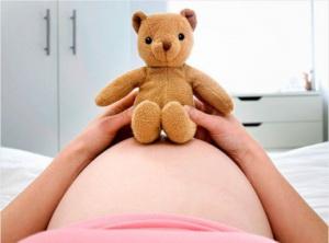 каменеет живот при беременности