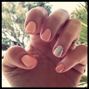 Какие ногти красят другим цветом