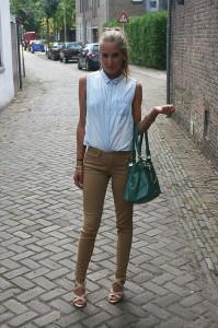 С чем носить коричневые джинсы