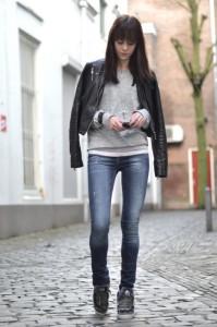 как носить конверсы с джинсами