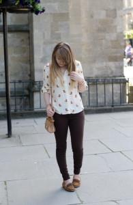 коричневые джинсы фото