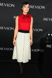 блузка красного цвета фото