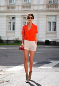 с чем носить блузку красного цвета фото