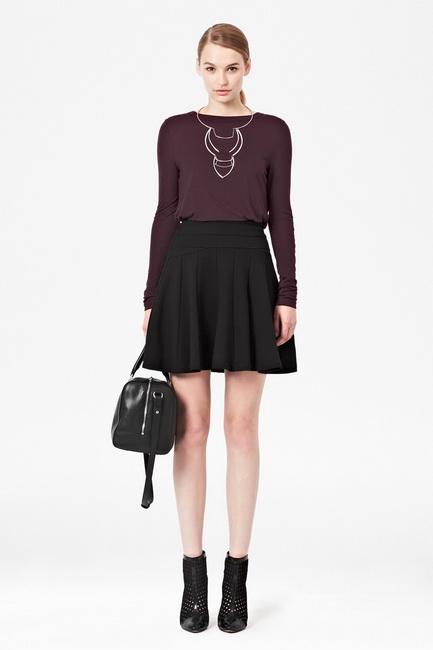 С чем носить черную юбку клеш