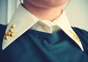 Украшение на воротник рубашки