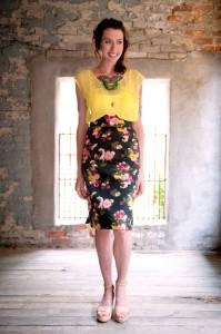 С чем носить юбку карандаш с завышенной талией фото