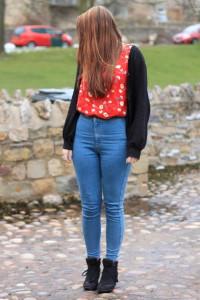 с чем носить джинсы с завышенной талией фото