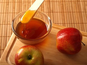 Маска для лица из меда и яблока
