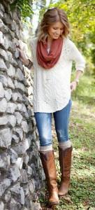 свитер белого цвета