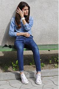 как носить кроссовки с джинсами фото