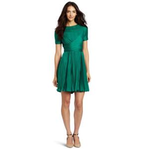 С чем носить изумрудное платье фото