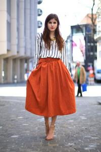 С чем носить оранжевую юбку