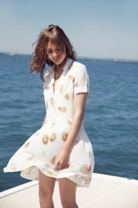 С чем носить молочное платье фото