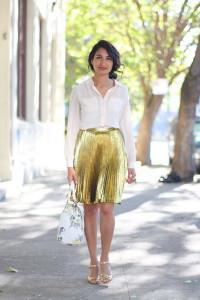 С чем носить золотистую юбку