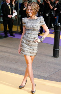 С чем носить серебристое платье