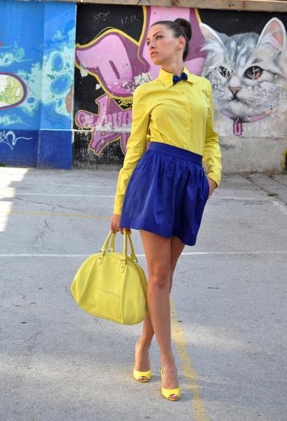 Юбка желтая с синими цветами