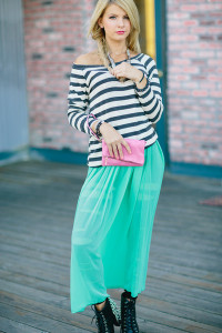 Что носить с бирюзовой юбкой
