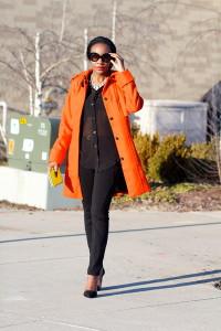 оранжевое пальто