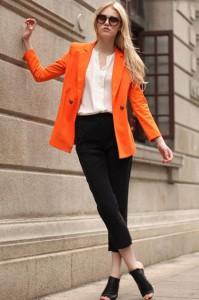 оранжевое пальто фото