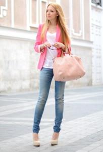 С чем носить розовую сумку фото