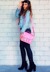 С чем носить розовую сумку