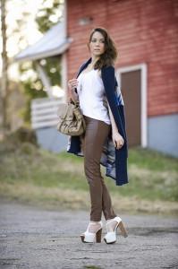 коричневая одежда