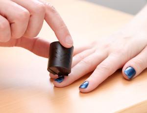 Как наносить на ногти магнитный лак