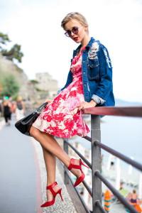 с чем носить платье с цветочным принтом  фото