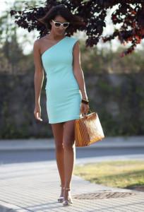 С чем носить бирюзовое платье