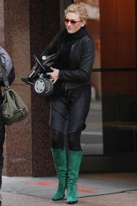 с чем носить сапоги зеленого цвета фото