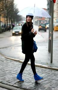 женские кроссовки на танкетке фото