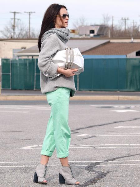 Мятные брюки с чем носить фото