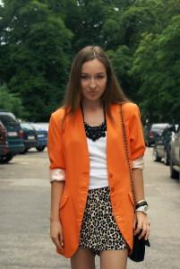 с чем носить оранжевый блейзер